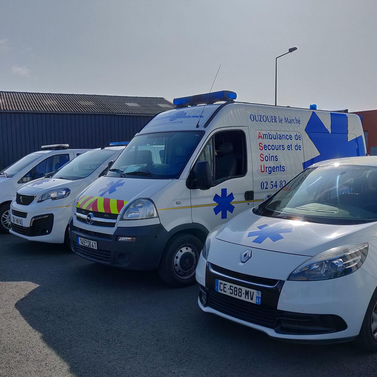 Les véhicules des Ambulances d'Ouzouer
