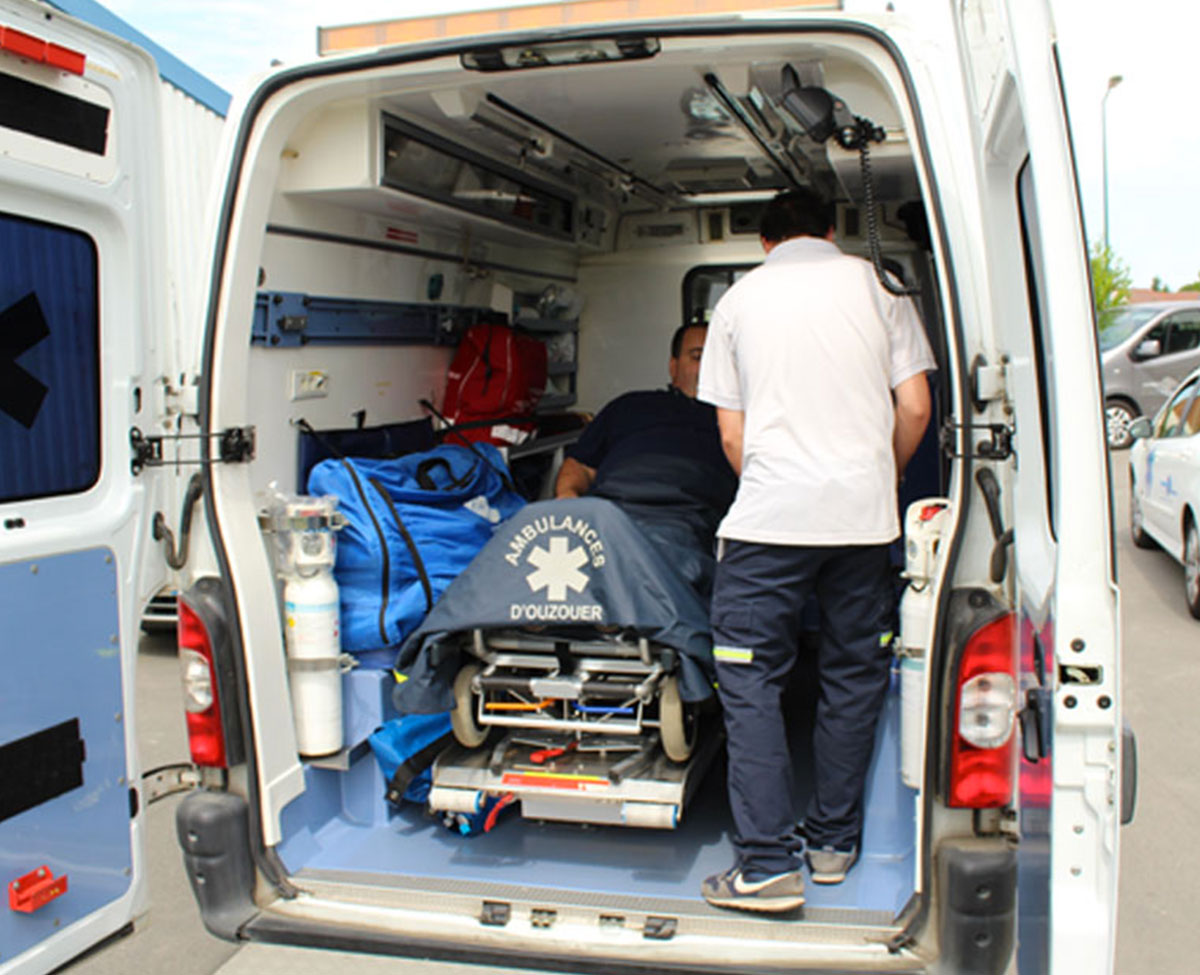 Mise en situation d'une ambulance ouverte des Ambulances d'Ouzouer